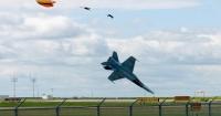 Απίθανες φωτογραφίες από την πτώση ενός μαχητικού F18 στο Lethbridge του Καναδά.